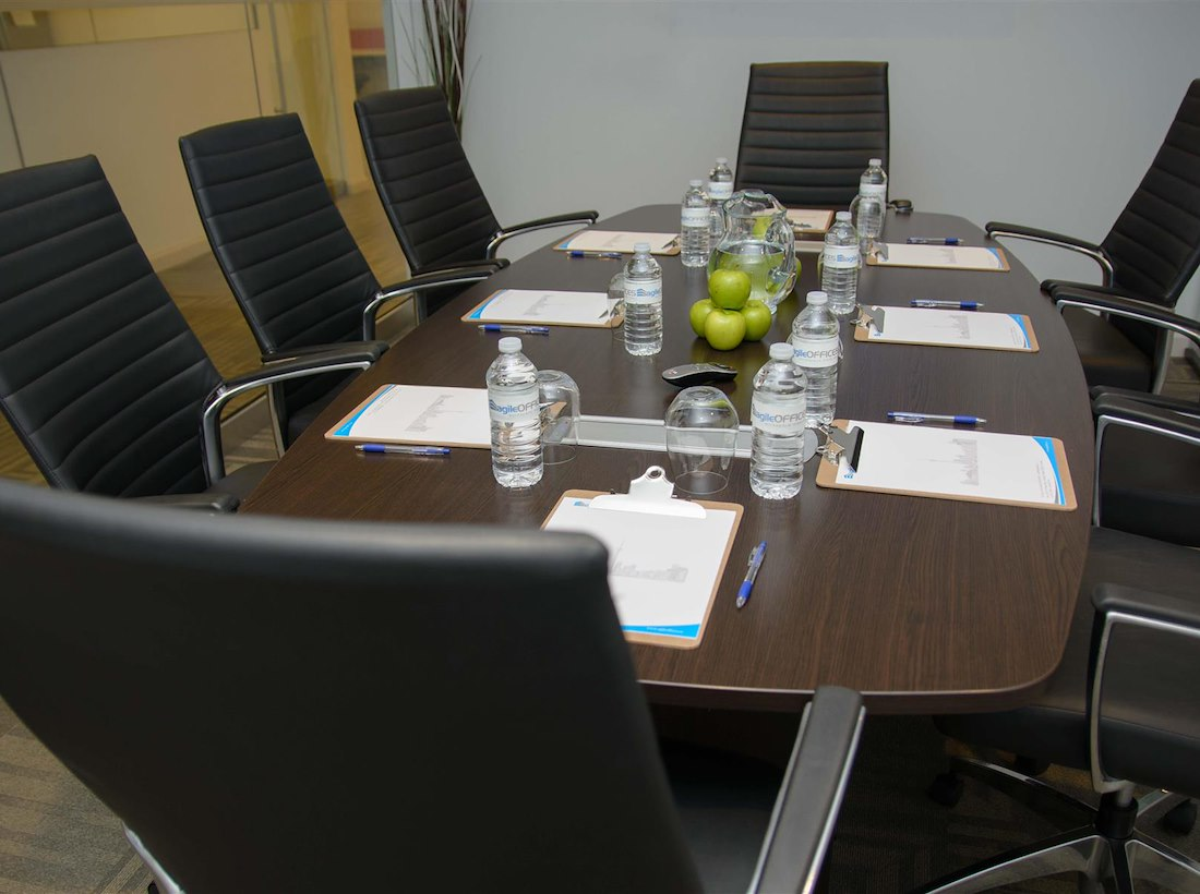 Private meeting room for 10 at agile offices liquidspace