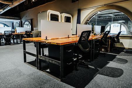 Covo STL - Dedicated Desk