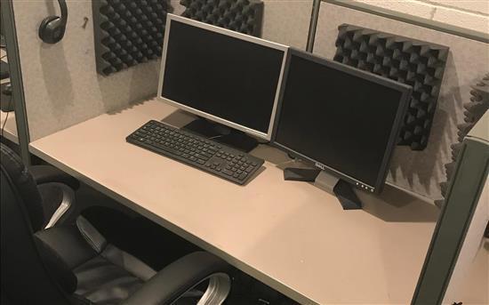 Financial Firm - Dedicated Desk
