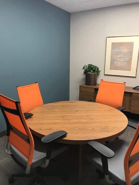 Office Evolution - Hoffman Estates - Meeting Room 2-Small Conf Room 462