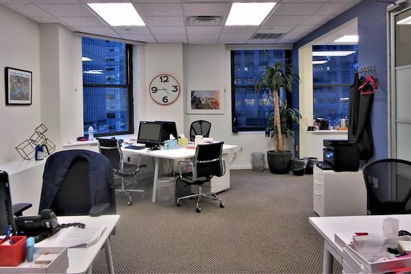 Jay Suites Grand Central - 15 Workstation Team Suite