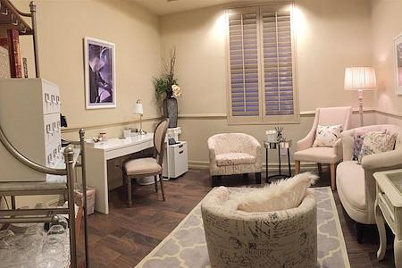 """Windsor """"Naples' Premier Meetings Venue"""" - The Cambridge Lounge"""
