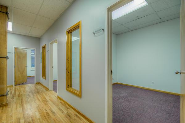nicheoffice Suites, CoWorking and Desks - Large Private Office