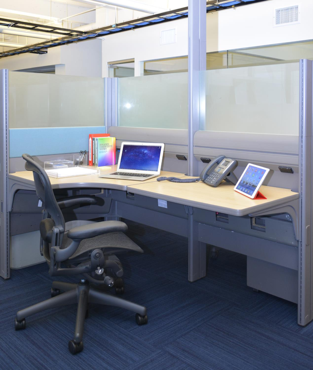 Momentum Business Center - Dedicated Desk