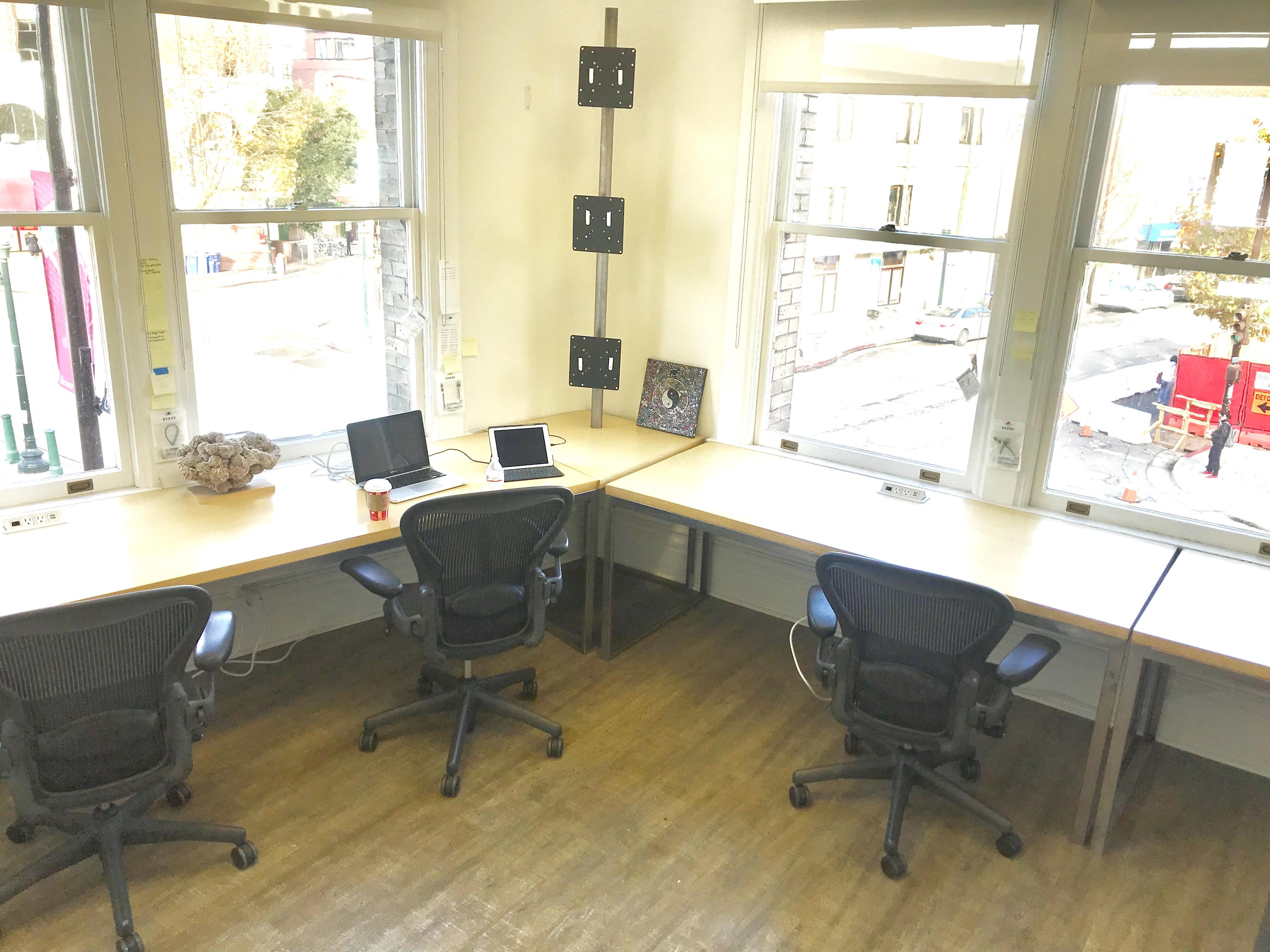 coworking for 6 at lama logistics llc liquidspace rh liquidspace com small office coworking space small apartment working space