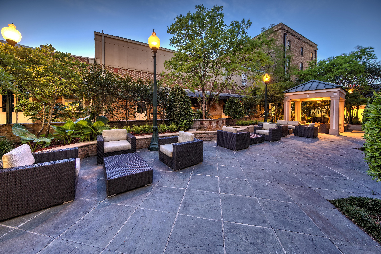 Hilton Garden Inn New Orleans Convention Center - Courtyard