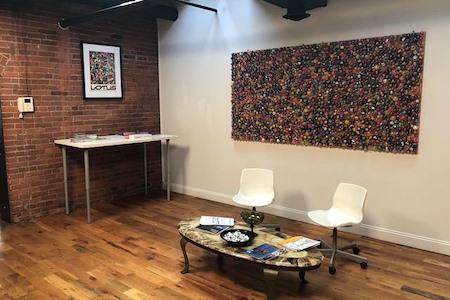 Modern office in the heart of the Strip - Open Desk Area