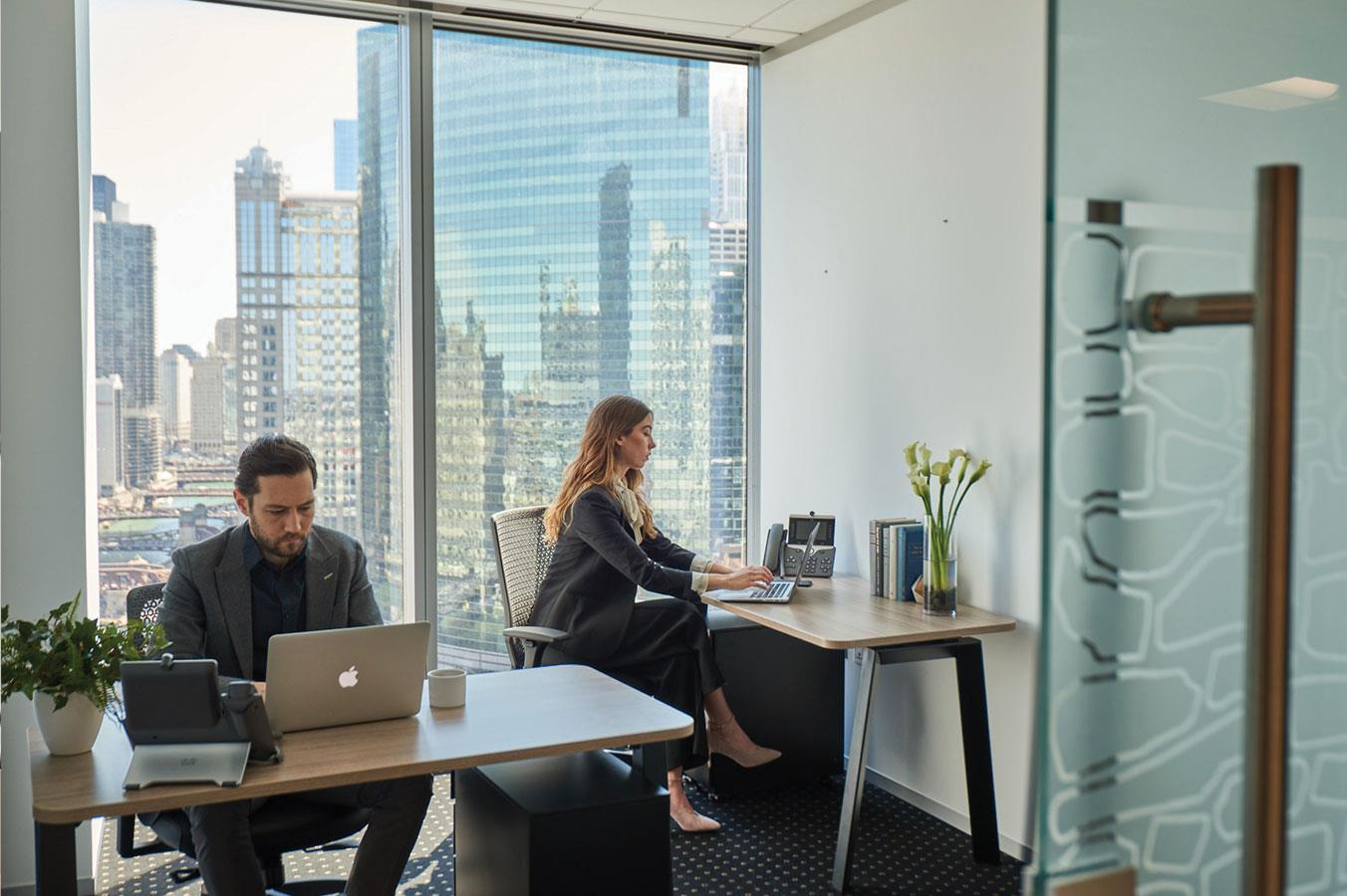 Servcorp - Bank of America Center - Coworking - Hot Desk