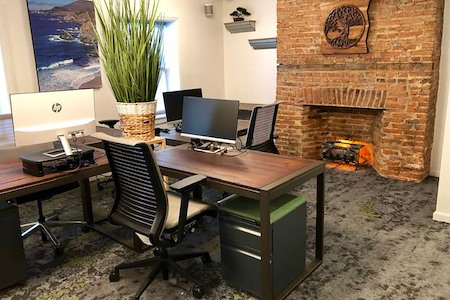 En Masse Coworking - Dedicated Desk