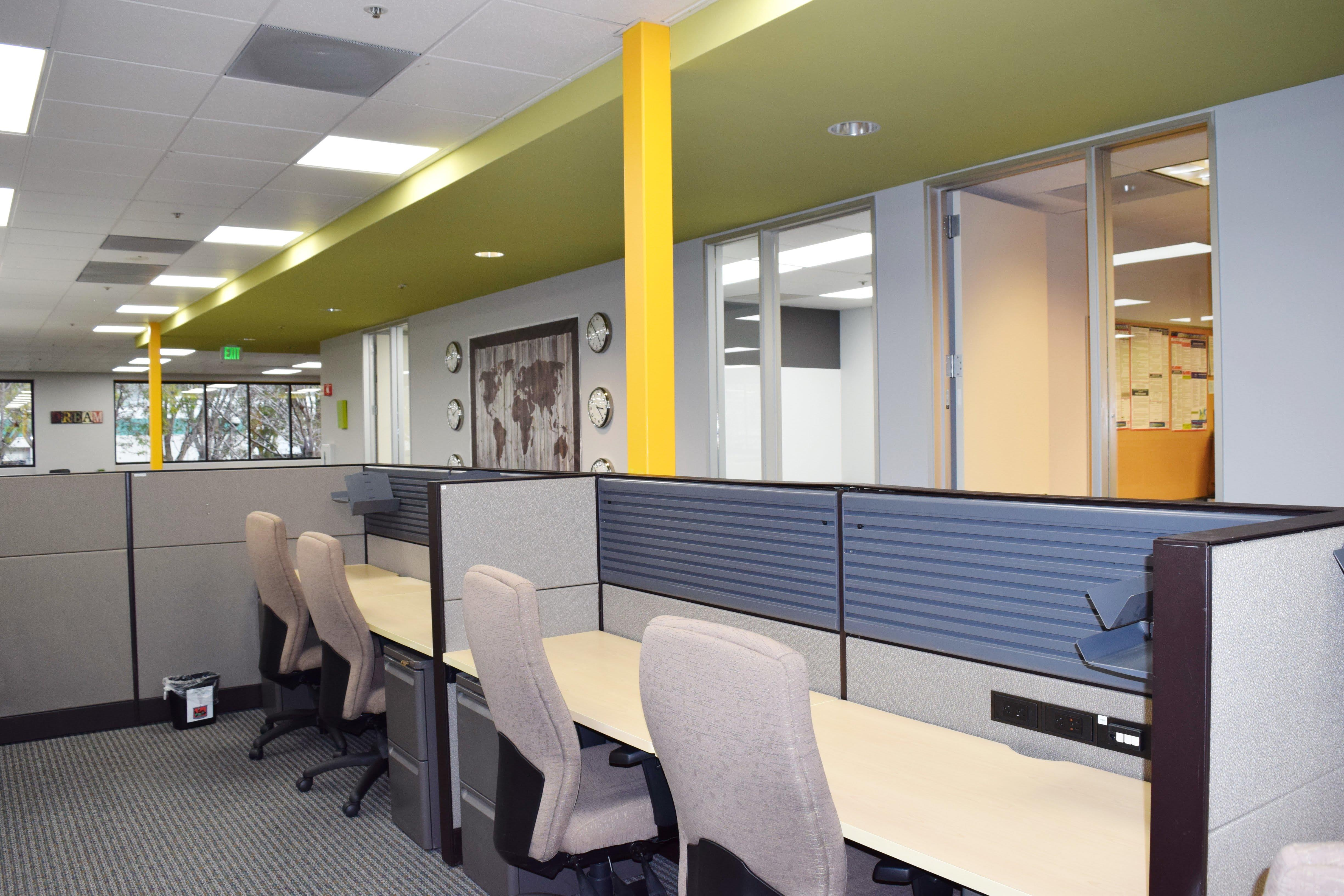 FalconX Incubator Accelerator - Dedicated Desk Large -18 available
