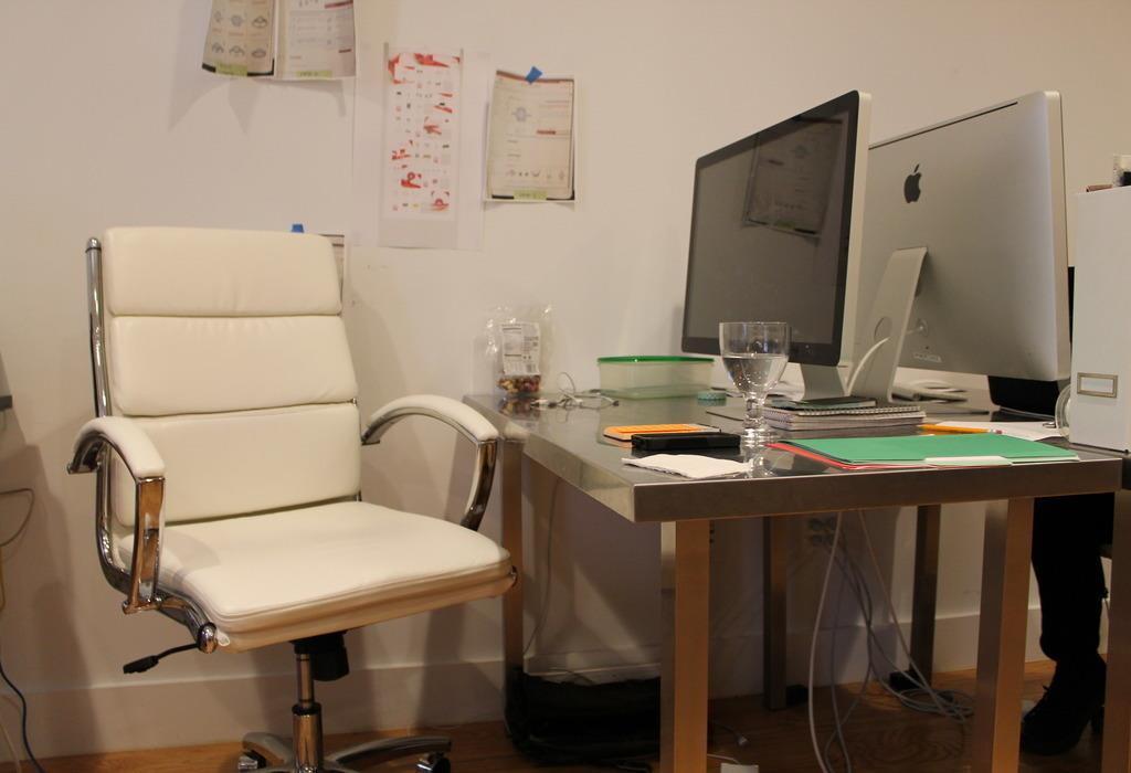 Pi Worldwide - Dedicated Desk 1