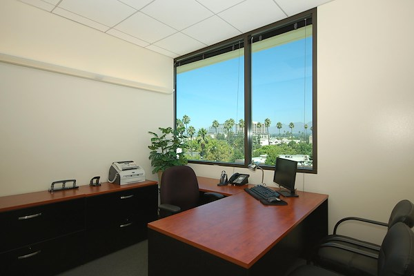 (COL) Koll Center - Window Office