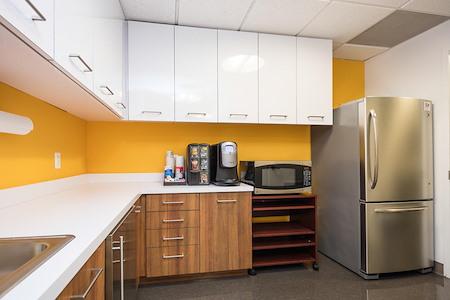 WashREIT | 515 King Street - Open Desk | Suite 320 Desk 2