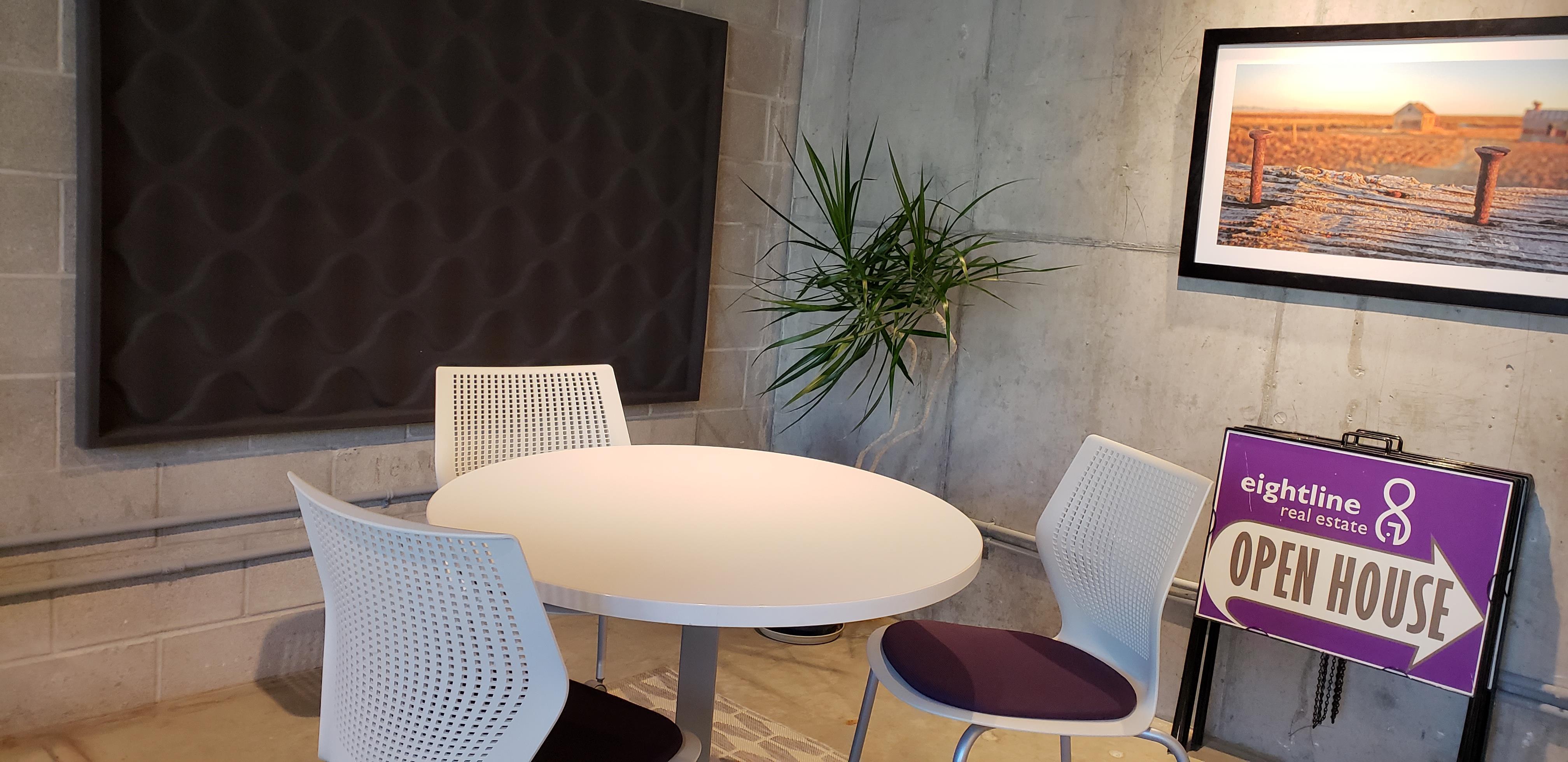 Eightline Real Estate - Semi Private Meeting Area