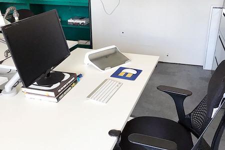 Flight LLC - Standing-sitting Desk 3