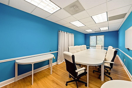 GSD workclub - Bright & Cheery Meeting Room in Del Ray