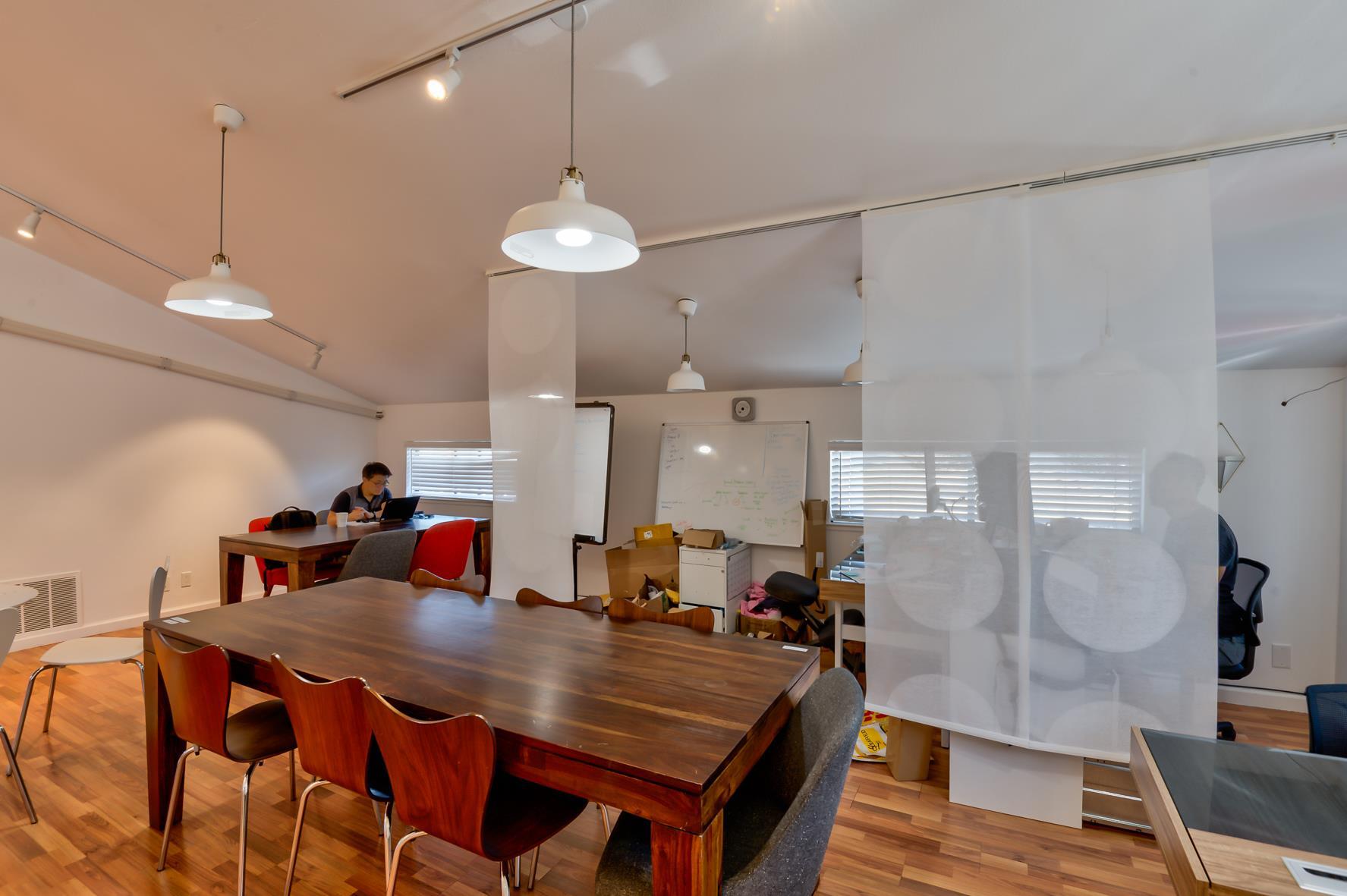 OnePiece SJ - Dedicated Desk for 6 people