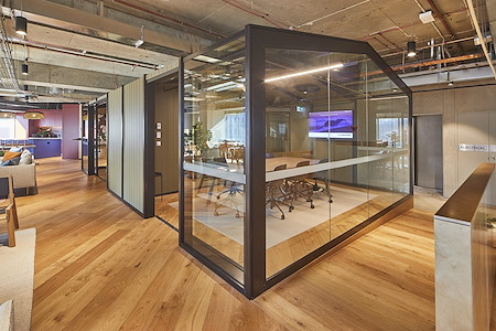 Space&Co. 580 George Street, level 10 - 8 Person Meeting Room | 10.02