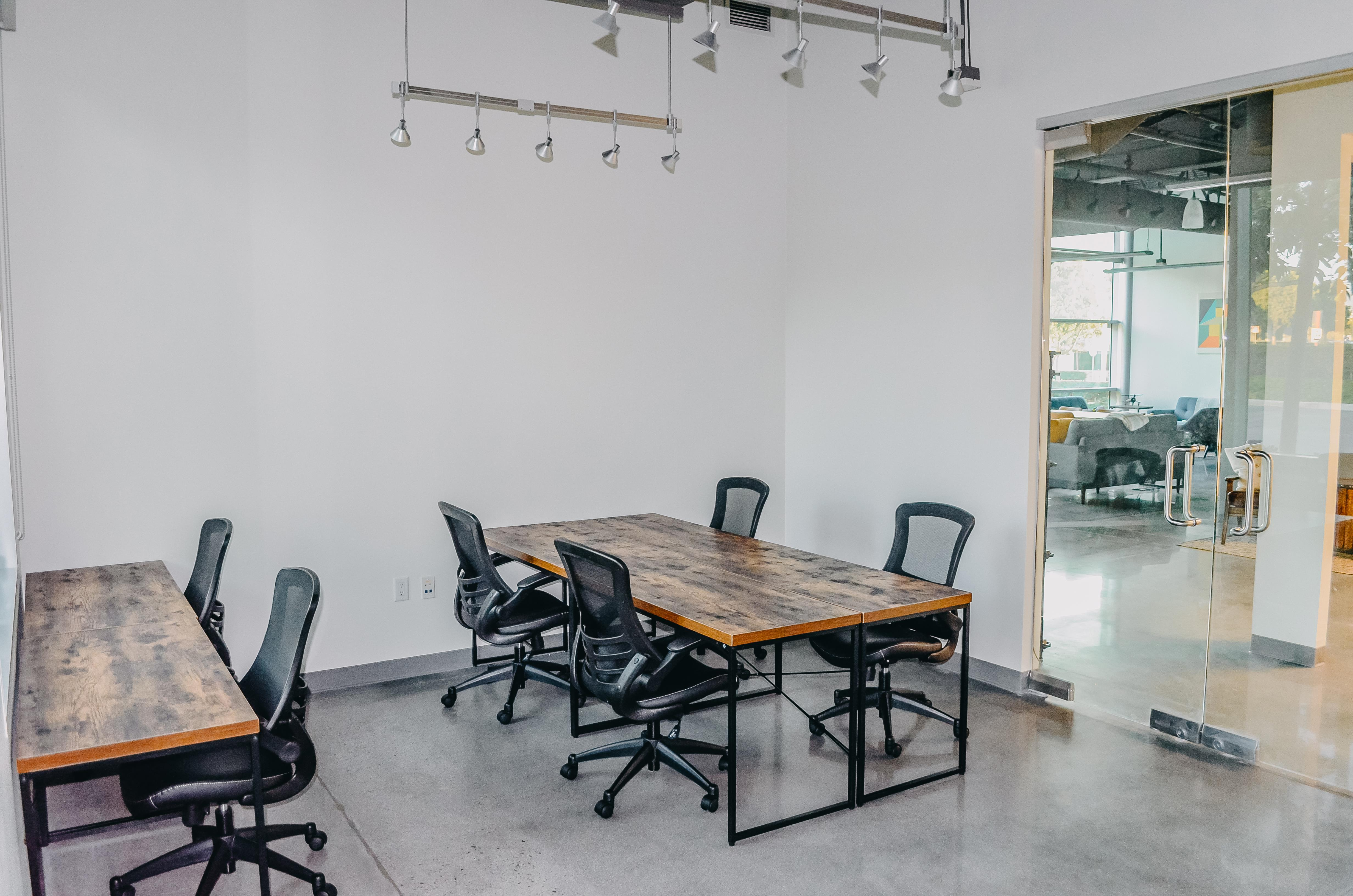 Intela-Hub - Intela Hub Dedicated Desk