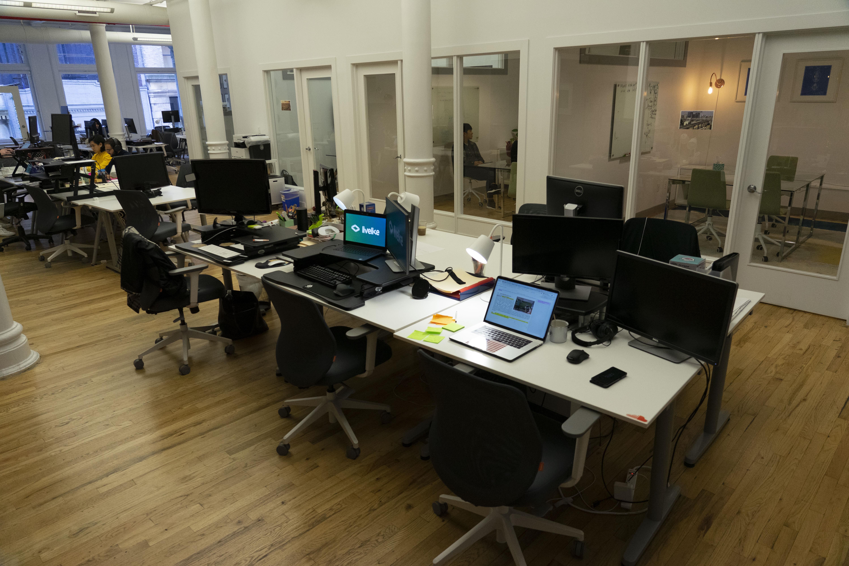 LiveLike VR - Dedicated Desk