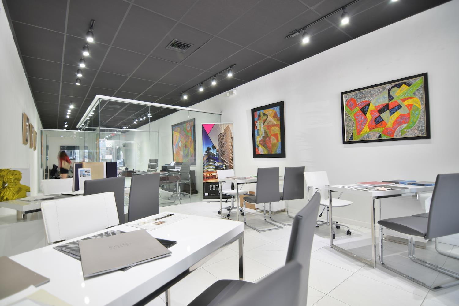 office/retail close to lincoln road - Open desk 1