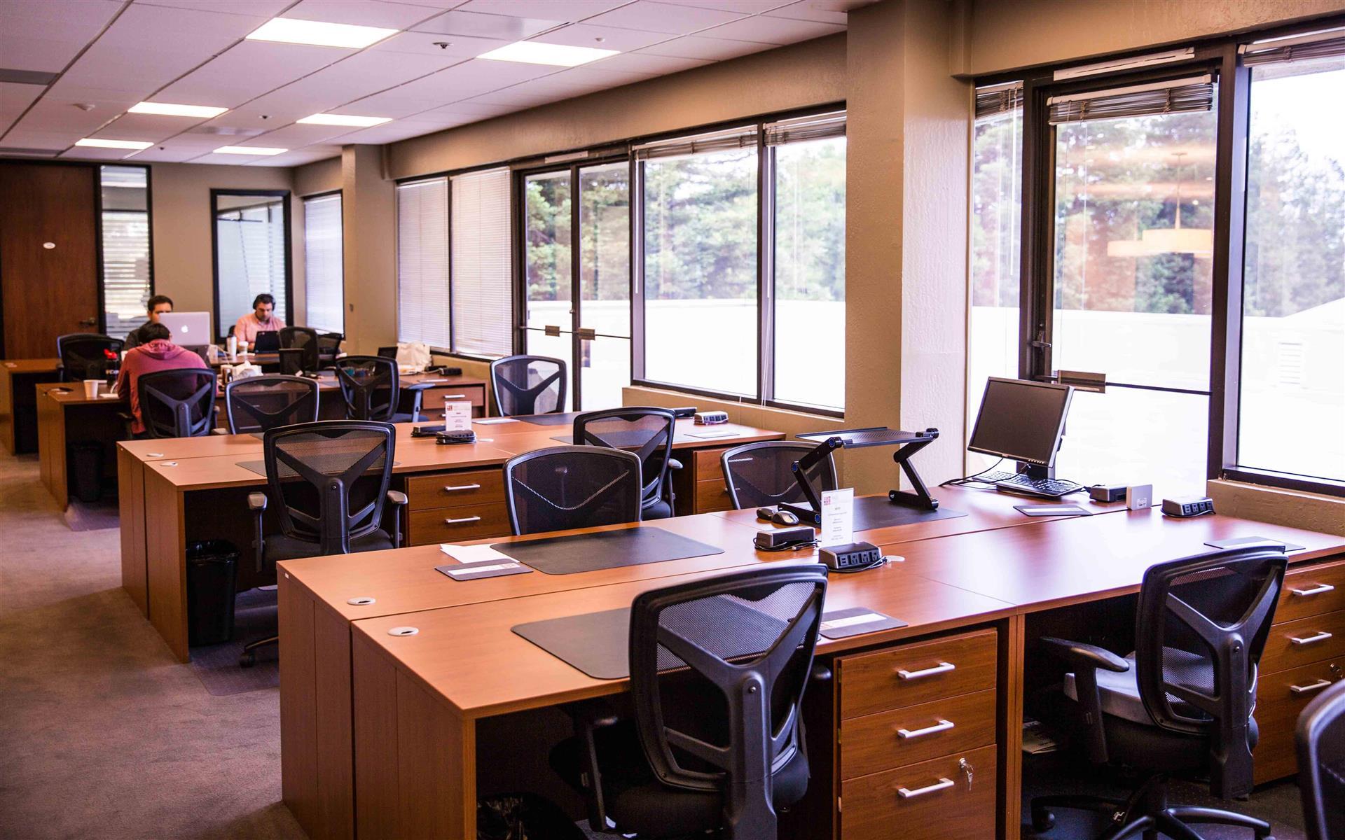 580 Executive Center - Dedicated Desks