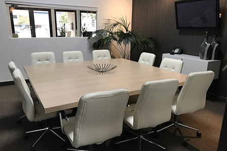 Airport Plaza Center II - Meeting Room