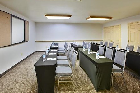 Homewood Suites By Hilton Newark-Cranford - The Homeroom or The Study