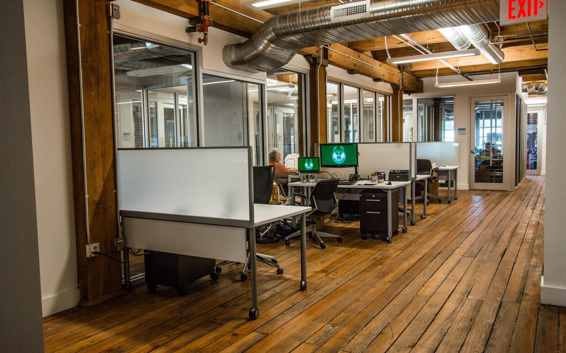 Think Big Coworking - Dedicated Desk