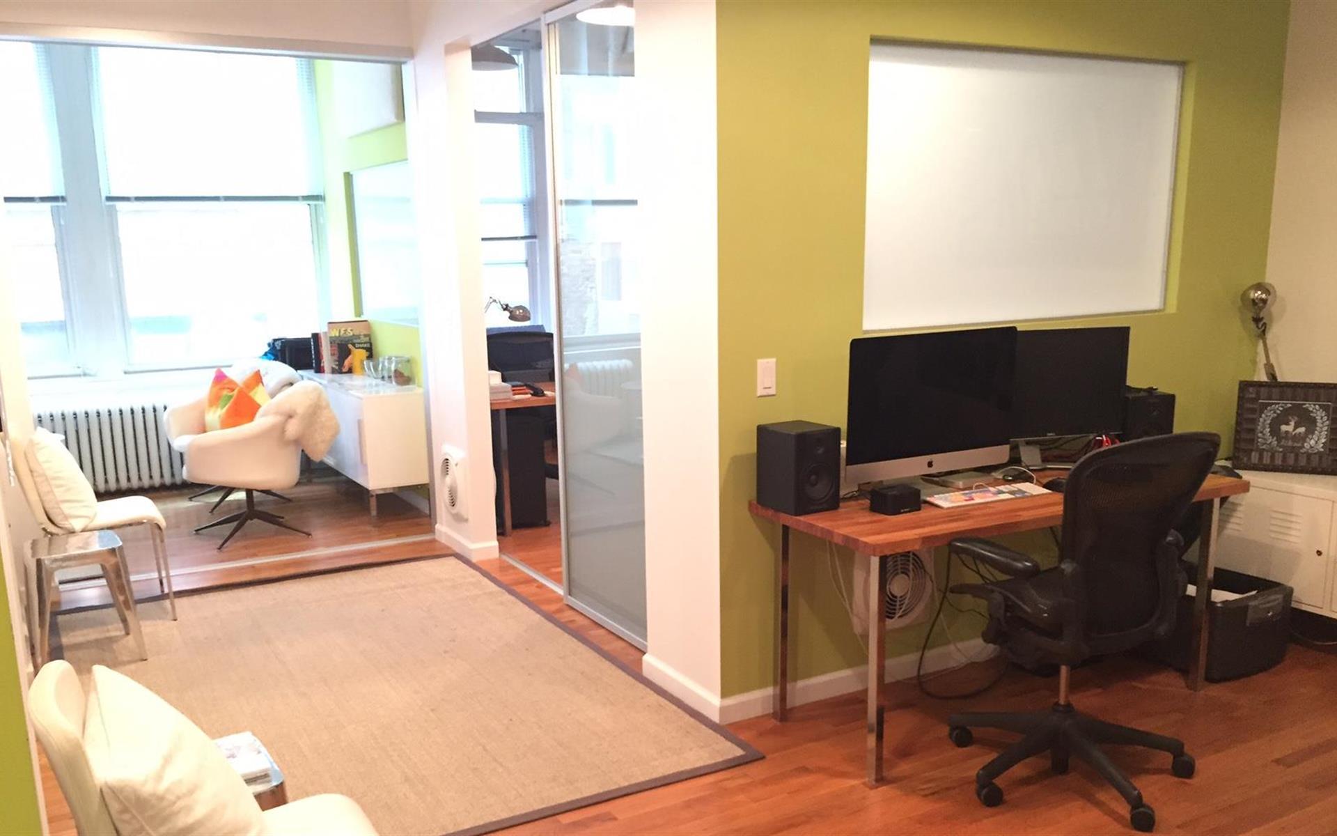 SWEET SADIE - Dedicated Desk