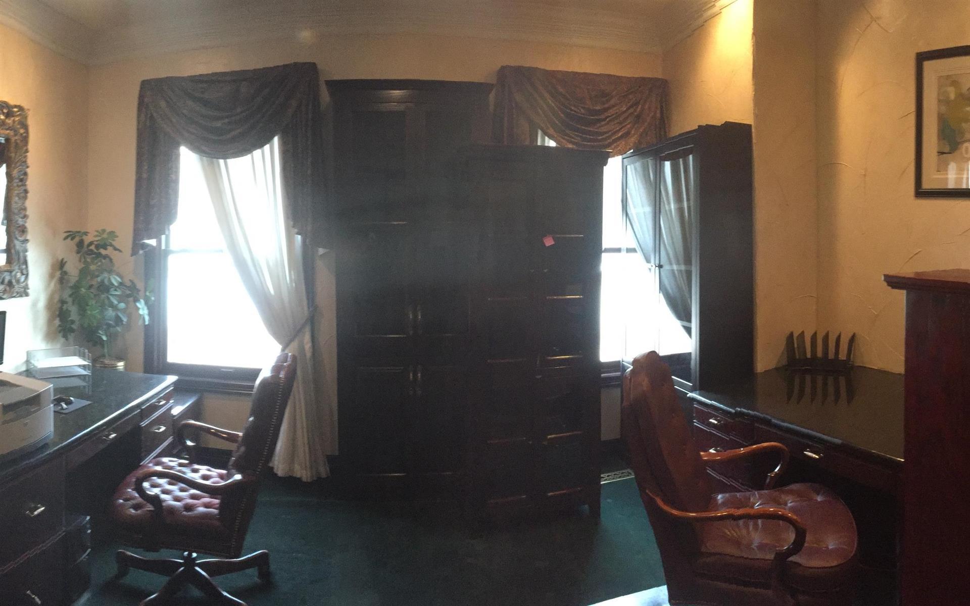 Muhr Professional Buildings - Office Suite #902