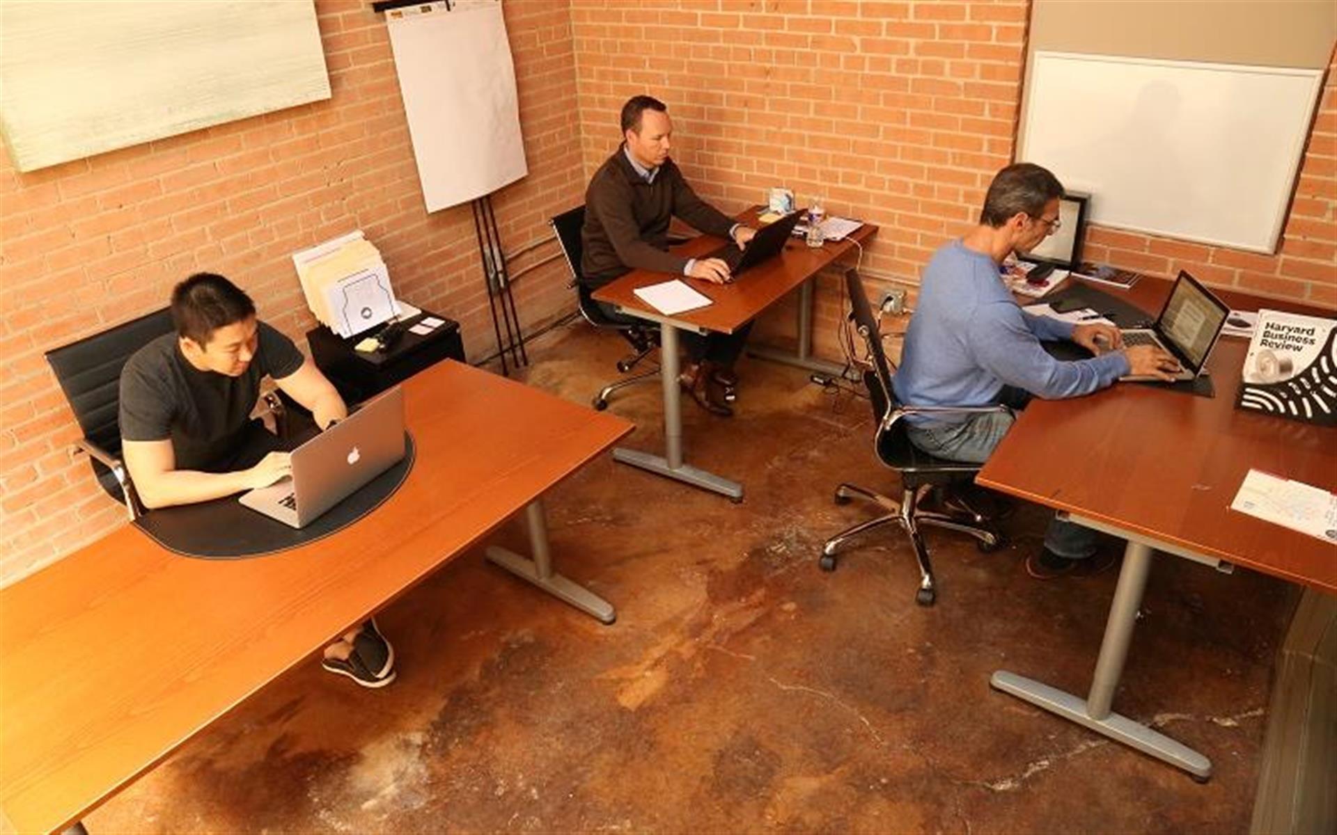 Dallas GeniusDen - Deep Ellum Downtown - Private Office for 4 - GeniusDen