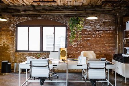 Slash Projects - Charming desk open in Loft (Copy)