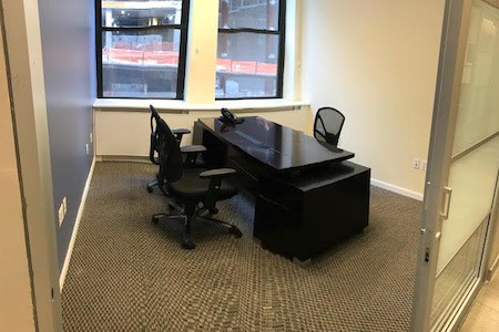 Jay Suites Madison Avenue - Private Double Window Office for 4