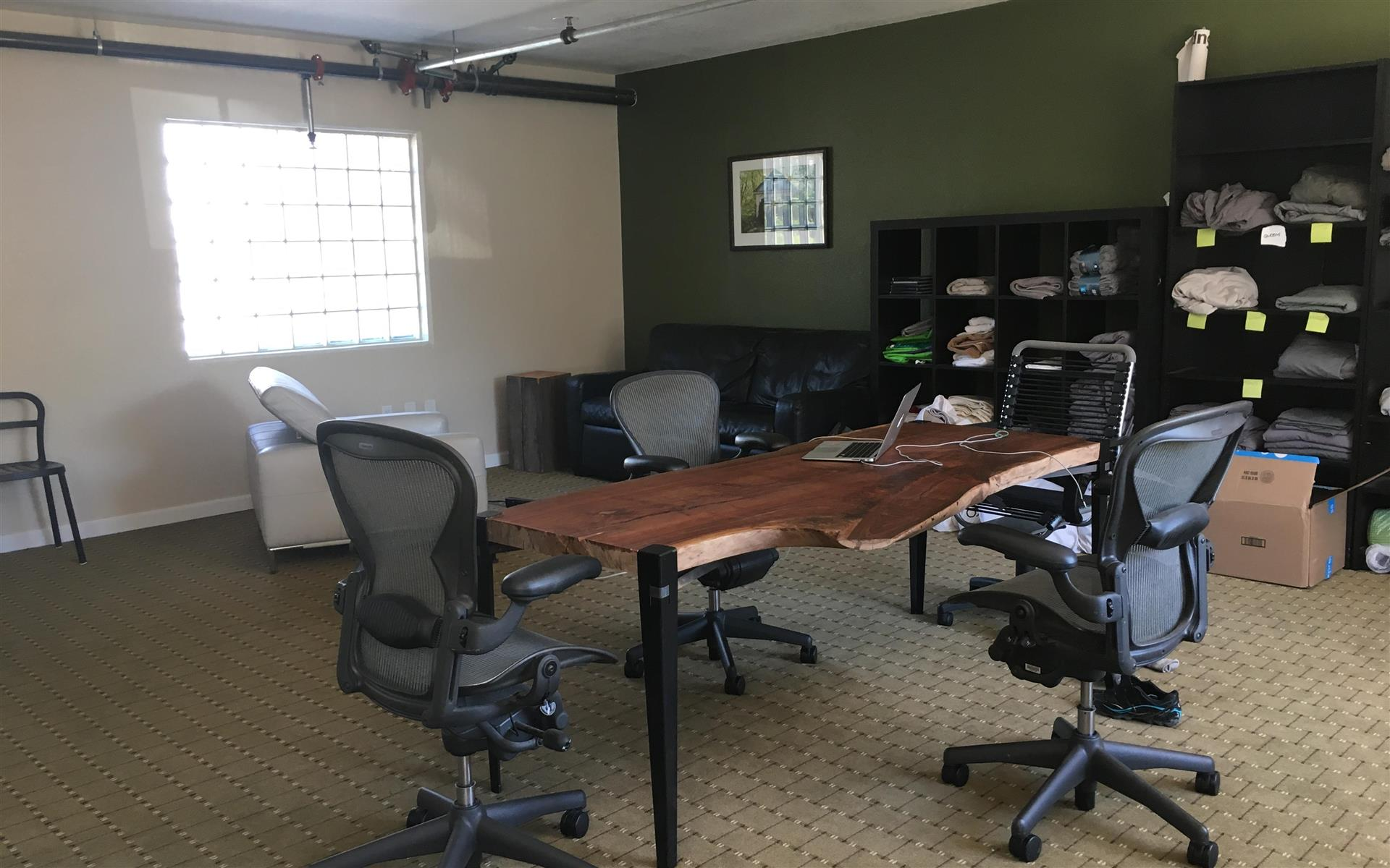 Guesthop - Dedicated Desk