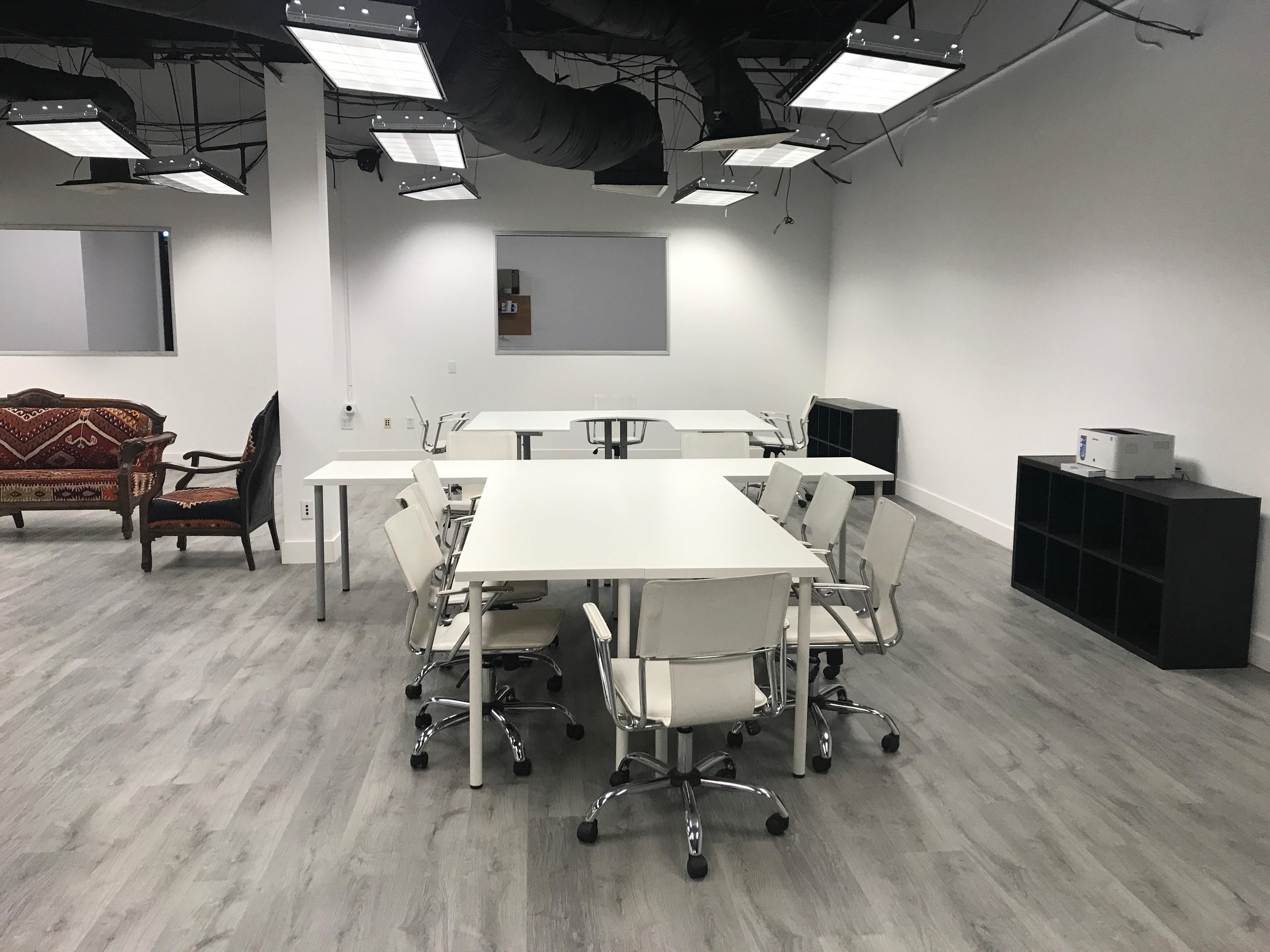 Inno Tech Club - Dedicated Desk 1