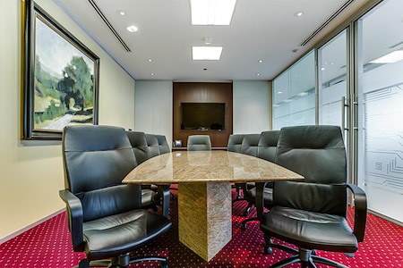 Servcorp - Houston Williams Tower - Executive Boardroom 10 people