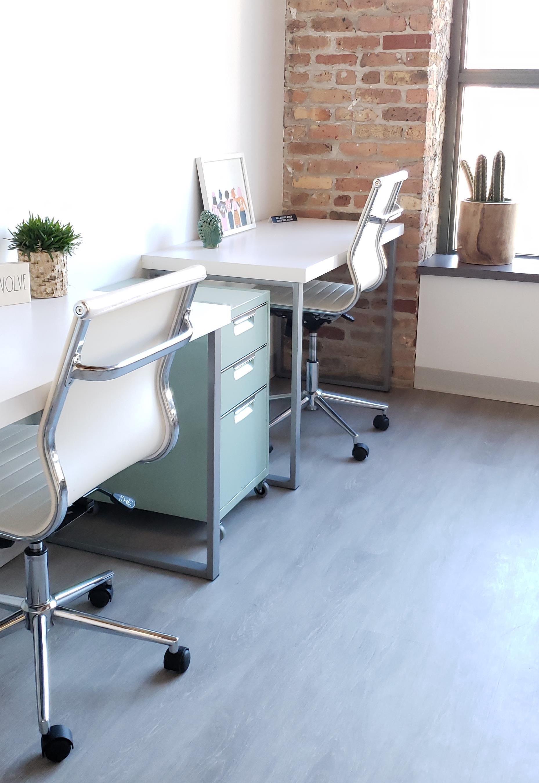 EvolveHer - Dedicated Desk
