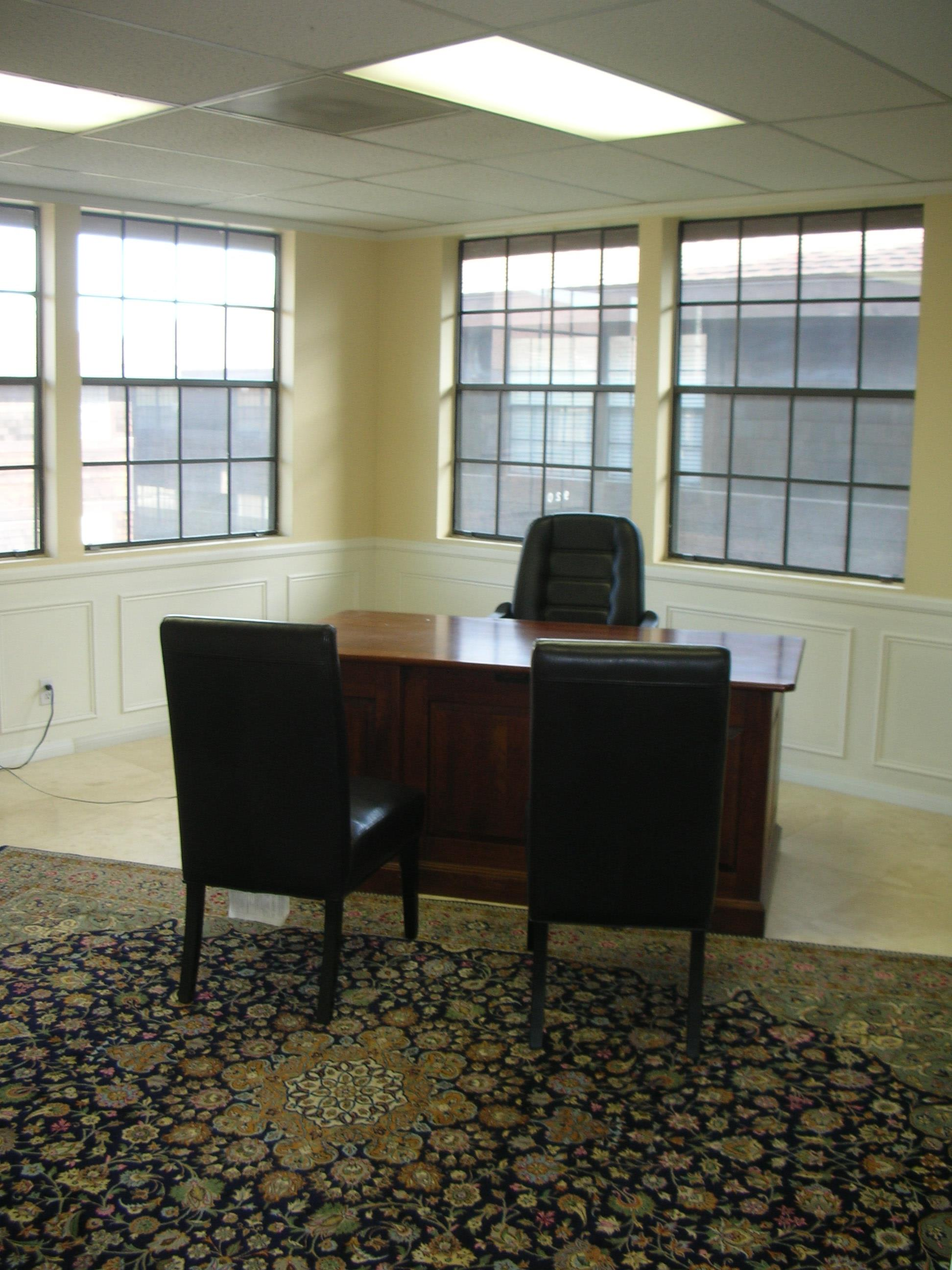Wellington Square - OFFICE with 2 workspaces