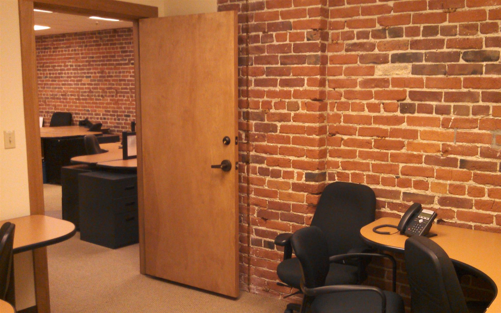 ReadiSuite - Veronica Building - Monthly Private Office 203