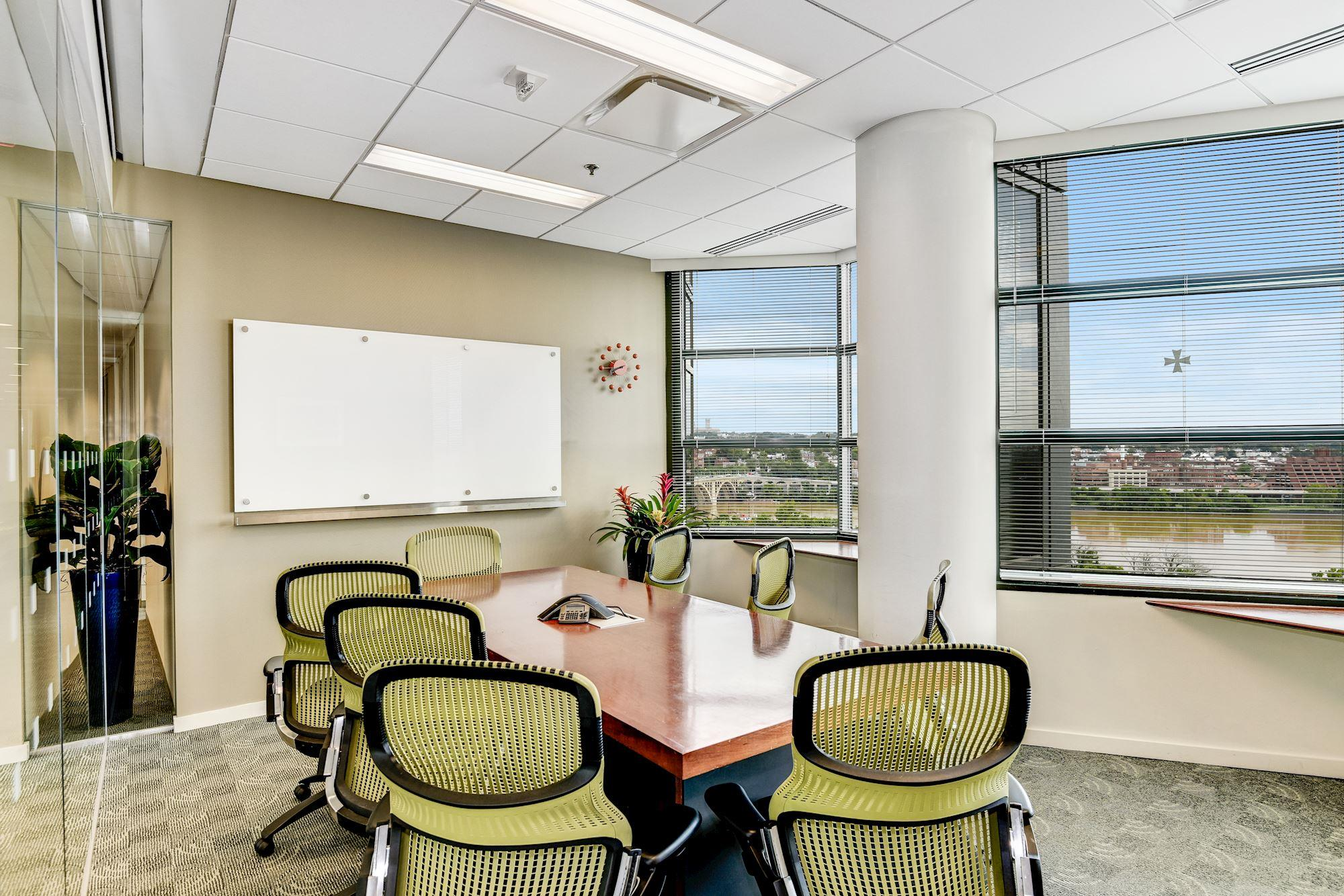 Carr Workplaces - Rosslyn - Potomac Conference Room