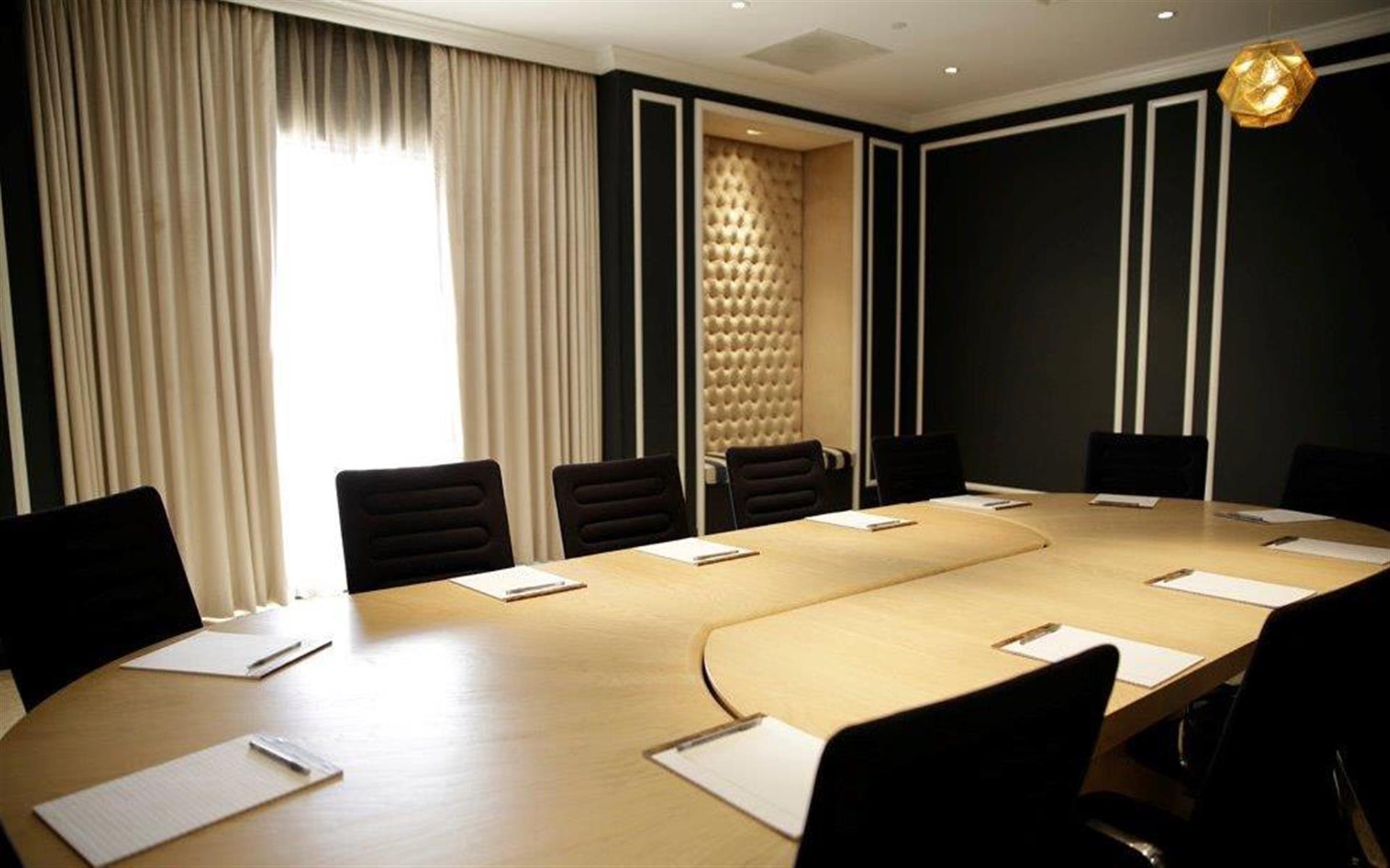 Manhattan Country Club - Manhattan Country Club Boardroom