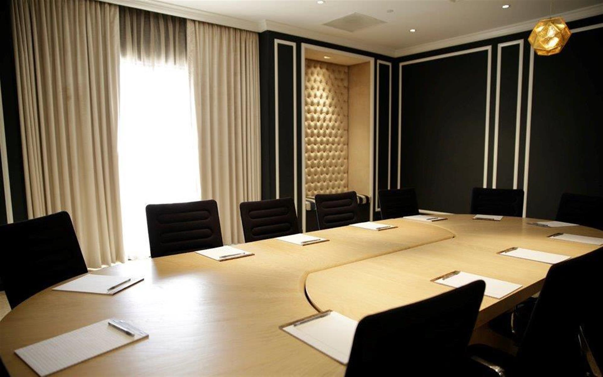 Manhattan Country Club - Manhattan Country Club Boardroom