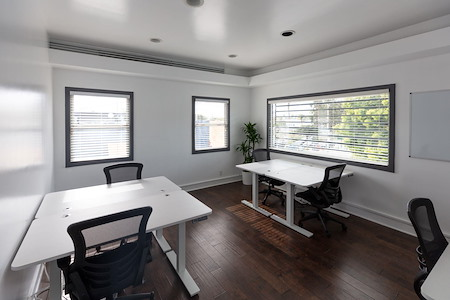 Beach House CoWork - Office for 4-5 Person