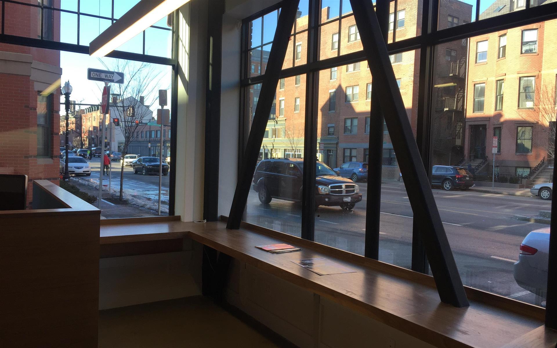 The Renbrandt on Mass Ave - Open Desk