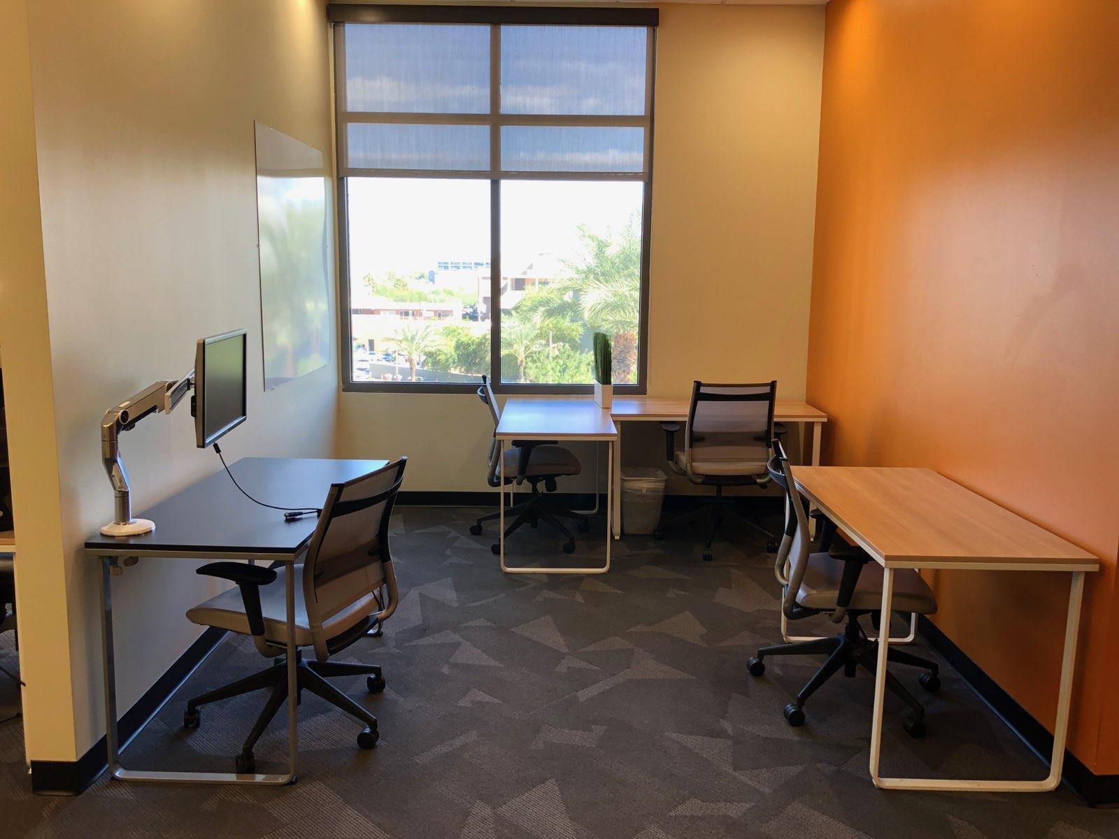 DeskHub Scottsdale - 4/ 5 Person Suite