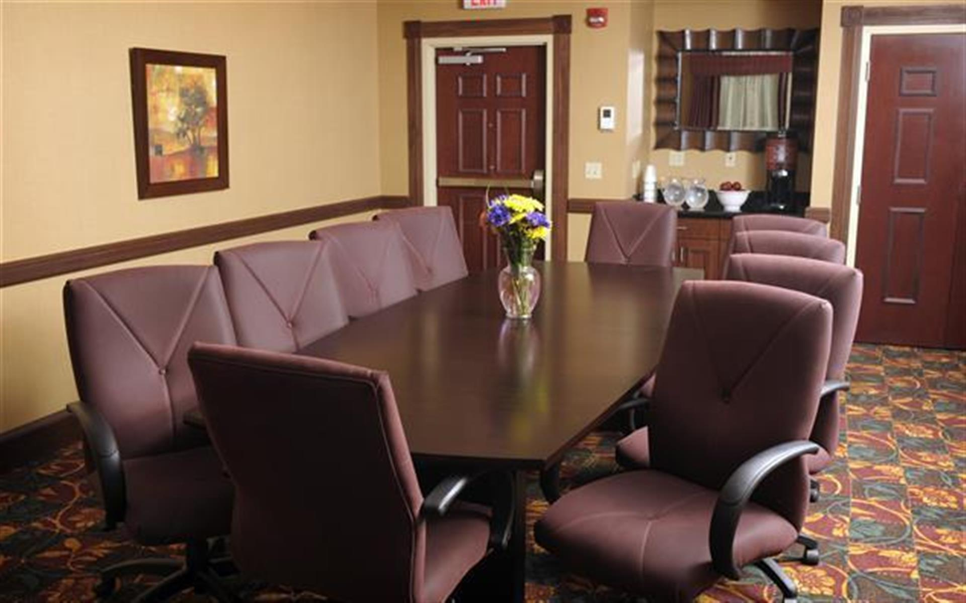Hampton Inn & Suites Glen Mills - DuPont Boardroom