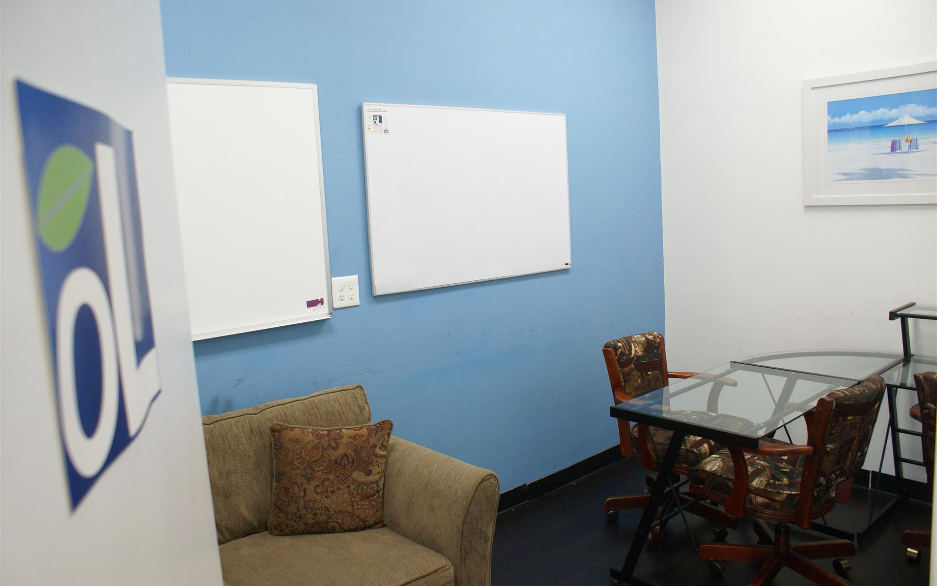 officeLOCALE Coworking Space & Cyberscraper - Private Office/Meeting Room