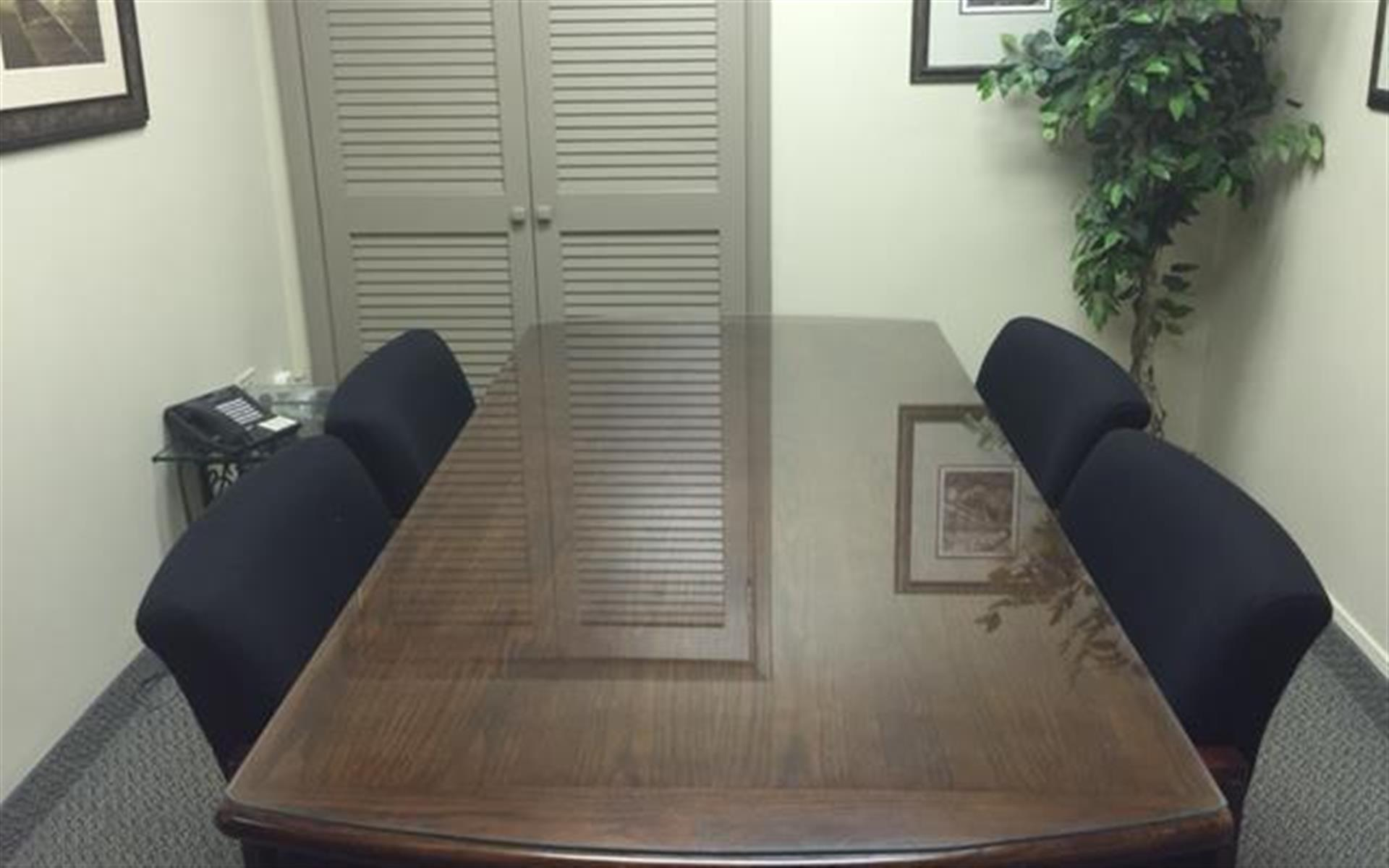 Palace Business Centres - Suite 1422 - Small Conference