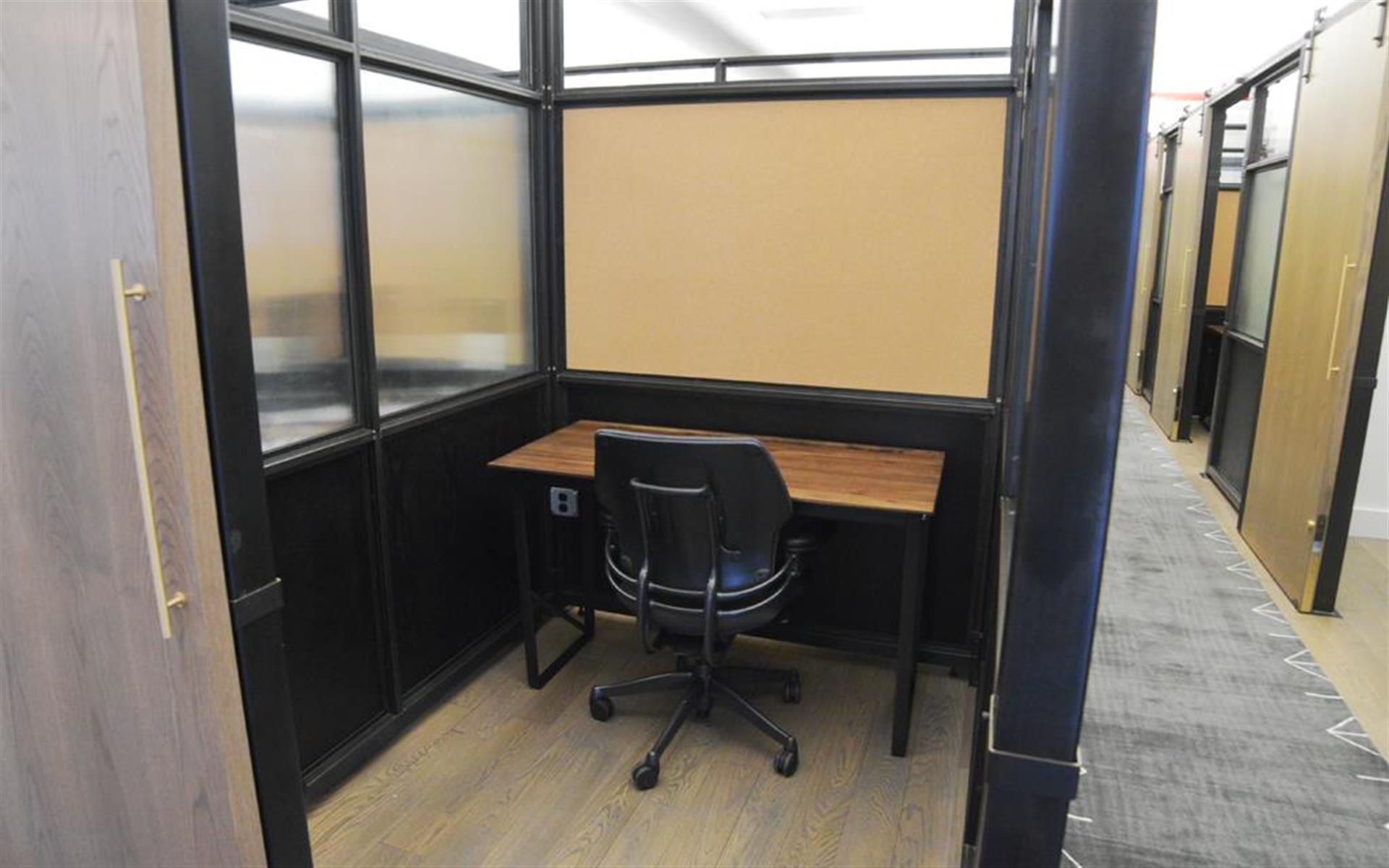 BLENDER WORKSPACE - 1 Private Office Desk